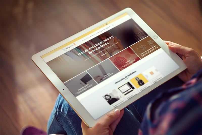 Plataforma de Escuela Vasca de Retail reflejada en un iPad